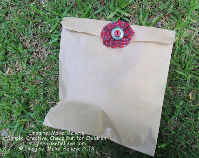 Christmas Gift Wrap Ideas - Brown Paper Bag and Buttons, paper bag, buttons, fabric, easy, decoration, wrapping