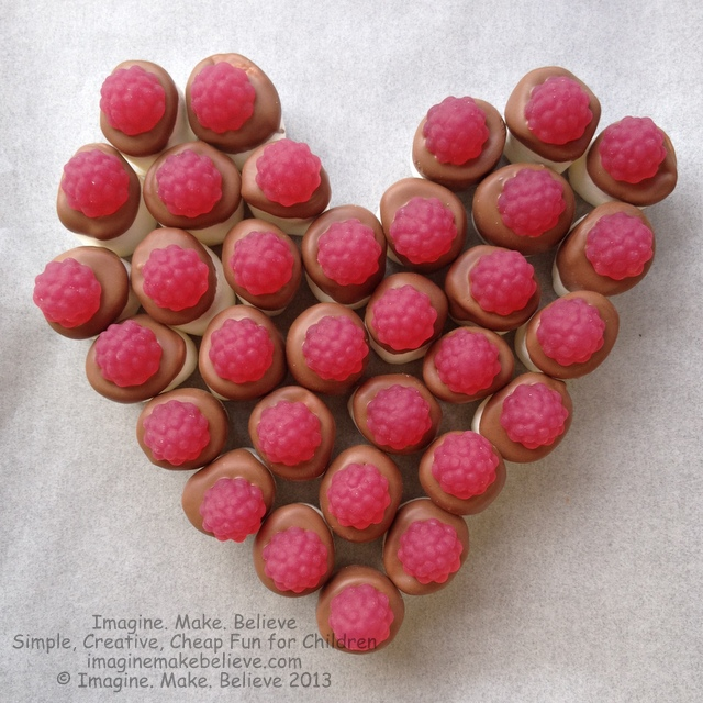 Sweet Heart Valentine - Valentine's Day, Feast of Saint Valentine, valentine heart, recipe, valentine food, marshmallows, chocolate, candy, lollies, fruit, party food, gluten free, nut free